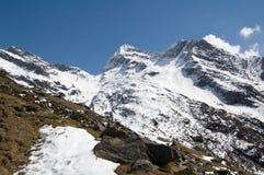 Sneeuw alpiene bergen royalty-vrije stock afbeelding