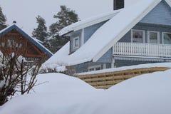 Sneeuw behandeld huis Royalty-vrije Stock Afbeeldingen