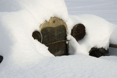 Sneeuw Behandelde Antieke Vrachtwagen Stock Foto's