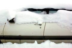 Sneeuw Behandelde Auto Royalty-vrije Stock Fotografie