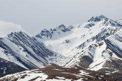 Sneeuw behandelde bergen royalty-vrije stock foto's