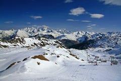 Sneeuw behandelde bergen Stock Afbeelding