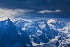 Sneeuw behandelde bergen en rotsachtige pieken in de Franse Alpen Royalty-vrije Stock Foto