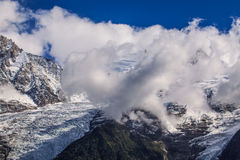Sneeuw behandelde bergen en rotsachtige pieken in de Franse Alpen Royalty-vrije Stock Fotografie
