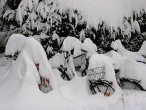 Sneeuw Behandelde Fietsen Royalty-vrije Stock Afbeeldingen