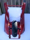 Sneeuw Behandelde Kruiwagen royalty-vrije stock afbeelding