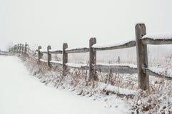 Sneeuw Behandelde Omheining royalty-vrije stock fotografie