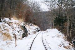 Sneeuw behandelde spoorwegsporen, op een plattelandsgebied van Carroll County, Royalty-vrije Stock Afbeelding