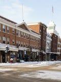 Sneeuw behandelde stadsstraat op de winterochtend Royalty-vrije Stock Foto