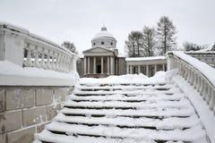 Sneeuw Behandelde Stappen met Balustrade in Colonnade - Arkhangelskoye Royalty-vrije Stock Afbeeldingen