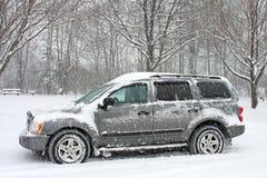 Sneeuw Behandelde SUV Royalty-vrije Stock Afbeelding