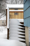 Sneeuw behandelde trap in de winter stock foto