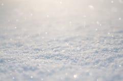 Sneeuw bij de zonachtergrond royalty-vrije stock foto's