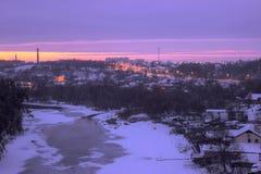 Sneeuw bij rivier met ijs Stock Afbeelding