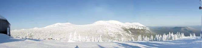 Sneeuw-Caped bergen royalty-vrije stock afbeeldingen