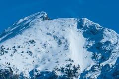 Sneeuw in de bergen royalty-vrije stock afbeeldingen