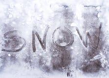Sneeuw in de sneeuw wordt geschreven die Royalty-vrije Stock Fotografie
