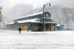 Sneeuw in de stad van New York Stock Afbeeldingen