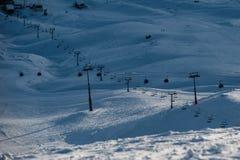 Sneeuw de winterbergen in zondag Georgië, van skitoevlucht Gudauri Royalty-vrije Stock Fotografie