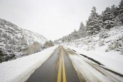 Sneeuw de winterweg Royalty-vrije Stock Afbeeldingen