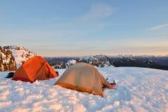 Sneeuw die op Onderstel Seymour First Pump Peak kamperen Royalty-vrije Stock Afbeeldingen