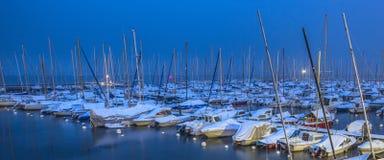 Sneeuw in een Zwitserse Jachthaven stock foto