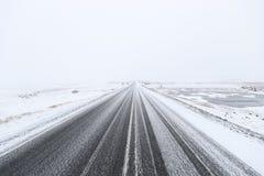 Sneeuw gevaarlijke weg royalty-vrije stock afbeeldingen