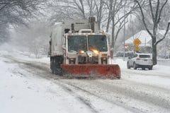 Sneeuw het ploegen Stock Afbeeldingen