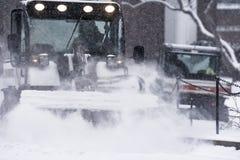 Sneeuw het ploegen Stock Foto's