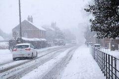 Sneeuw landelijke dorpsweg stock foto's