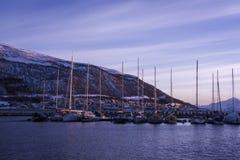 Sneeuw Noors landschap in Tromsø bij zonsondergang Royalty-vrije Stock Foto