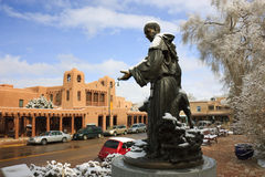 Sneeuw Omvatte St. Francis Statue Picturesque Santa Fe New Mexico Royalty-vrije Stock Foto