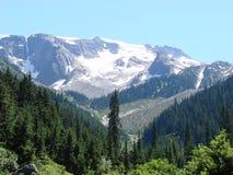 Sneeuw op berg stock afbeelding
