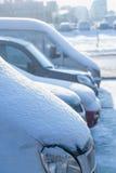 Sneeuw op de kap van auto's Stock Afbeelding