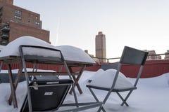 Sneeuw op de stoel Stock Foto
