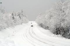 Sneeuw op de weg Stock Afbeeldingen