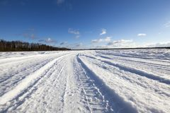 Sneeuw op de weg, de winter royalty-vrije stock foto's
