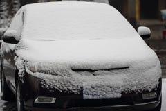 Sneeuw op een vihicle stock fotografie