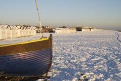 Sneeuw op strand in Worthing. Engeland Stock Afbeeldingen