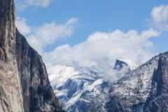 Sneeuw over Yosemite - Halve Koepel II Royalty-vrije Stock Afbeeldingen