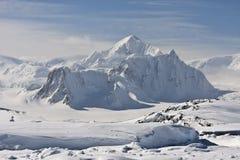 Sneeuw pieken royalty-vrije stock afbeelding