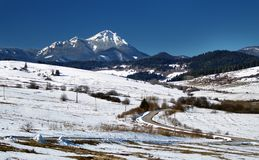 Sneeuw platteland en berg Stock Fotografie