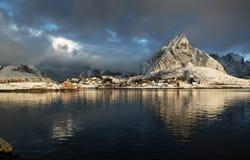 sneeuw in Reine Village, Lofoten-Eilanden Stock Foto