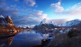 Sneeuw in Reine Village, Lofoten-Eilanden, Noorwegen stock afbeelding