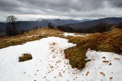 Sneeuw stormachtige bergen Royalty-vrije Stock Afbeeldingen