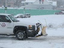 Sneeuw-verwijdering Vrachtwagen die worden gesneeuwd op Royalty-vrije Stock Fotografie