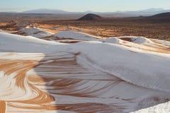Sneeuw in woestijn de Sahara royalty-vrije stock foto's