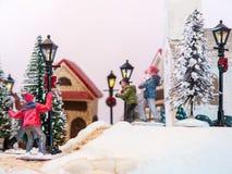Sneeuwbalpret in het modeldorp Stock Afbeeldingen