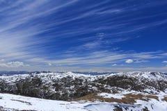 Sneeuwberg en blauwe hemel bij Blauwe Maanvallei, Shangri-La, Yunn Royalty-vrije Stock Foto