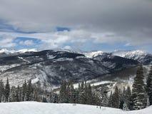 Sneeuwberg op een bewolkte dag royalty-vrije stock foto
